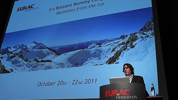 Albert Zink, Leiter des EURAC-Instituts für Mumien und den Iceman (Foto: EURAC)