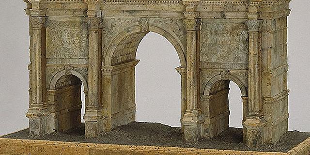 Römische Bogenmonumente in Kork