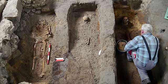 Gräber in Chorraum der Christuskirche