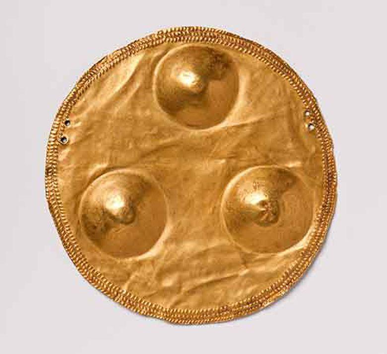 Goldscheibe aus Transdanubien, um 4.000 v. Chr.