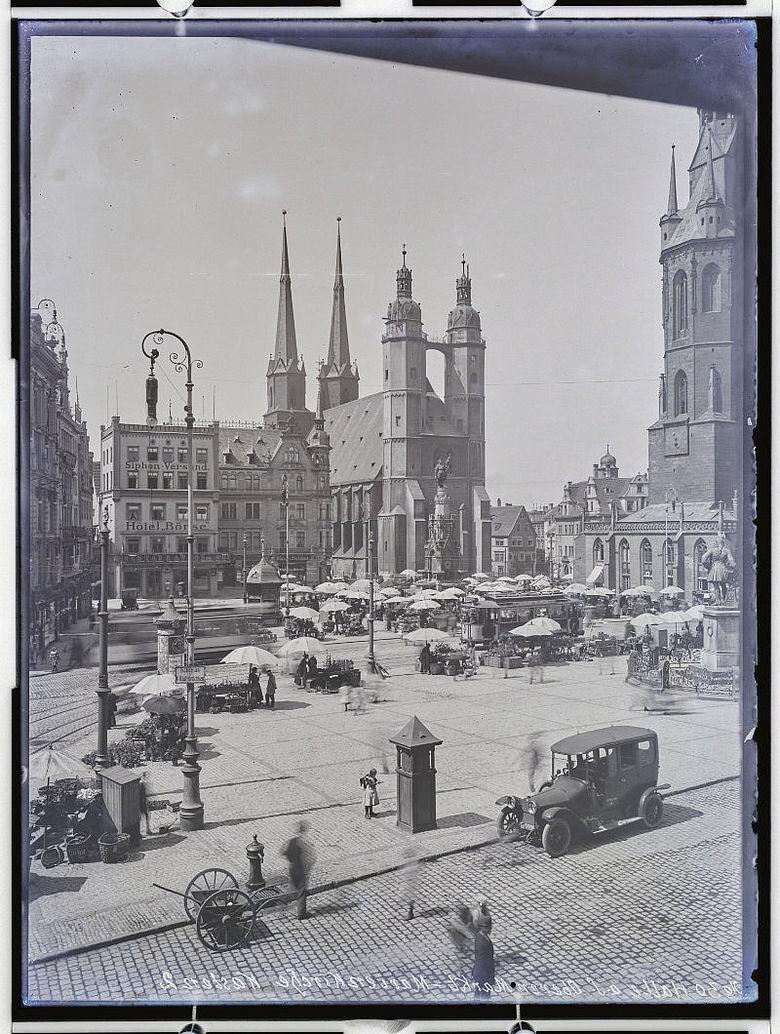 Marktplatz von Halle um 1933