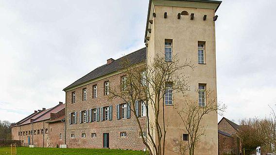 Auf den Grundmauern eines römischen Kastells wurde Haus Bürgel errichtet