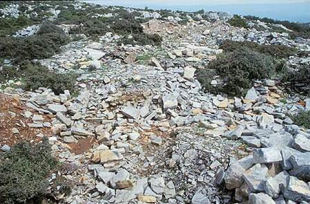 Der stark zerstörte Tempel. (Foto: Inst. Arch. Wiss. RUB)