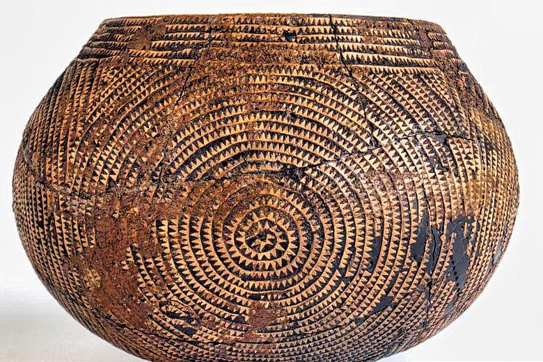 Linienbandkeramisches Gefäß mit Birkenrindenbändern