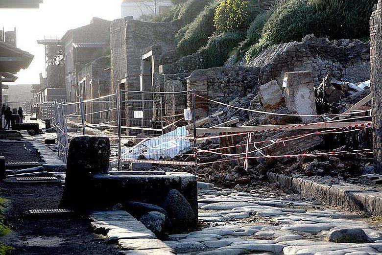 Deutlich sichtbare Schäden gehören leider ebenfalls zum Erscheinungsbild von Pompeji. Das Projekt soll dazu beitragen, dem Verfall Einhalt zu gebieten. (Foto iStock)