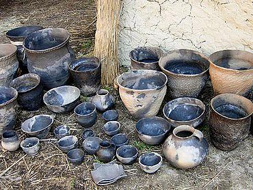 Pfynzeitliches Geschirrensemble, Vorlagen sind die originalen Gefässe von Pfyn-Breitenloo (Foto: Autor)