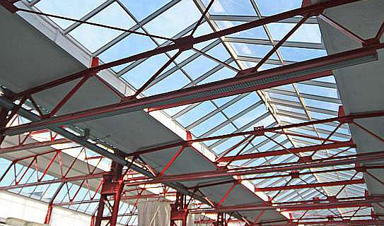 Die Ausstellungshalle des Museums für Antike Schiffahrt in der ehemaligen Großmarkthalle (Foto: RGZM/R. Müller)