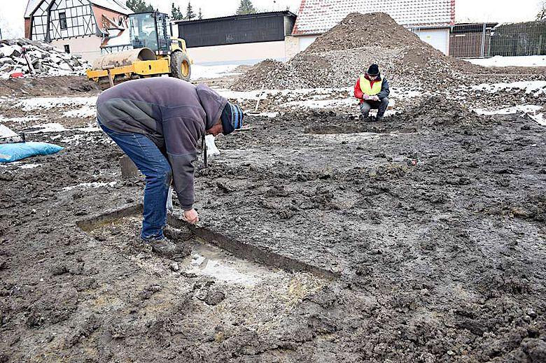 Trotz teilweise schwieriger Witterung gelang den Archäologen die Bergung der frühbronzezeitlichen Gräber
