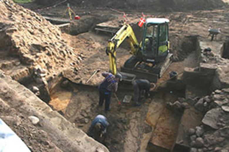 Grabungssituation: Der Weg durch das Tor am Danewerk. © ALSH