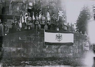 Kundgebung des »Stahlhelms – Bund der Frontsoldaten« am Hermannsdenkmal, 1925 (Lippische Landesbibliothek)