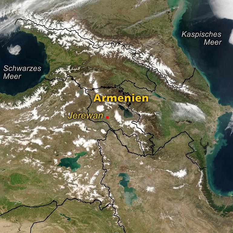 Abb. 1 Satellitenfoto der Kaukasusregion mit Armenien und der Hauptstadt Jerewan. (Kartengrundlage: NASA ev25442_SWAsia. A2003122.0800.250m)