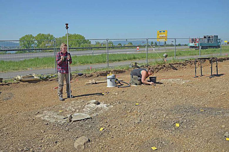Die Fundamente stammen von den gemauerten Pfeilern eines sog. zweischläfrigen Galgens