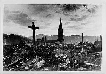 Die Freiburger Innenstadt rund um das Münster nach dem Bombenangriff am 27. November 1944. (Foto: Archäologische Sammlung Uni Freiburg)