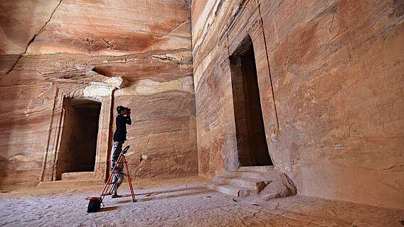 Fotografische Dokumentation von Wandmalerei und Putzresten im Mausoleum Al-Khazne