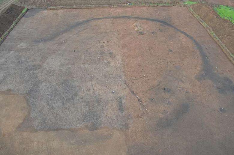Jungsteinzeitliche Kreisgrabenanlage um 4800 v. Chr. (Foto: TLDA)