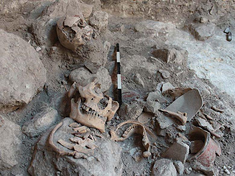 Massengrab von Uxul während der Ausgrabungen im Jahr 2013