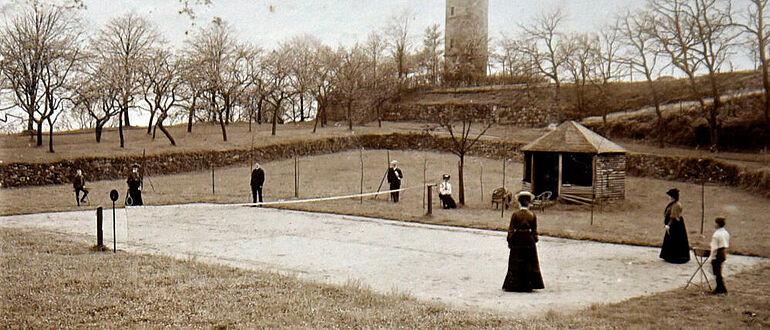 Tennisspielplatz auf dem Burghof, 1905