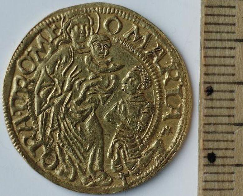 Bayrischer Goldgulden von 1506, die jüngste Münze im Schatzfund (Foto: LWL)