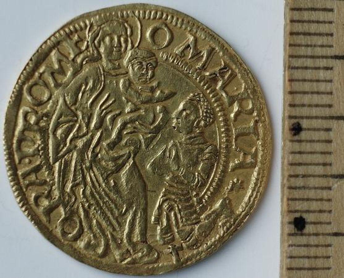 Fußboden Aus Münzen ~ Goldschatz unter fußboden gefunden nachricht archäologie online