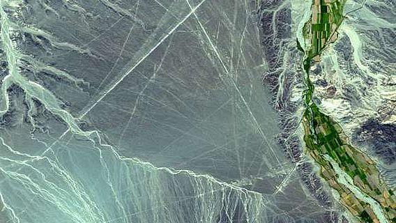 Satellitenbild des Bereichs der Nazca-Wüste mit den Linien (Abb.: NASA)