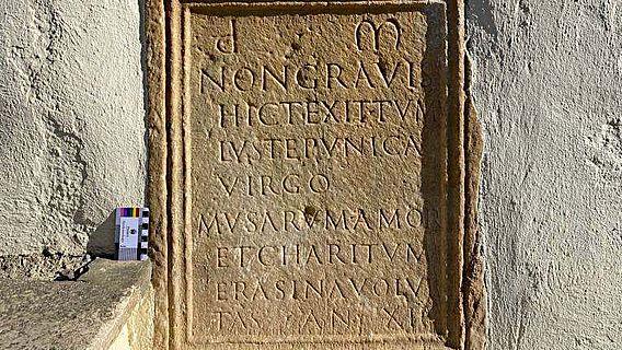 Grabmonument der 12-jährigen Erasina aus Kärnten mit Epigramm