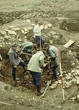Grabung 1971: Ausschnitt aus dem westlichen Teil der Grabungsfläche. (Foto: Thüringisches Landesamt für Denkmalpflege und Archäologie)