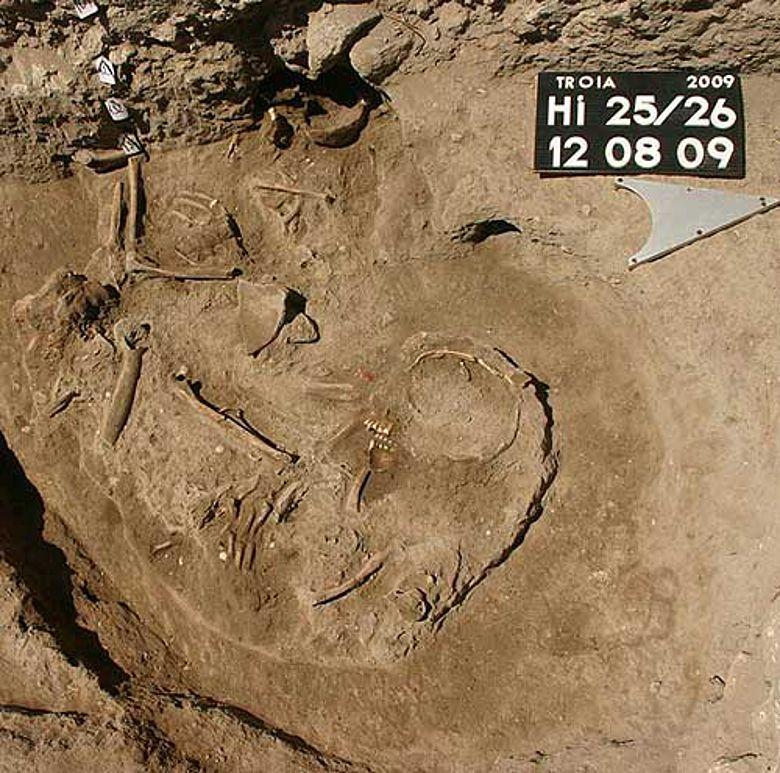 Troia 2009 - Spätbronzezeitliche Bestattungen (Foto: Gebhard Bieg, Universität Tübingen)