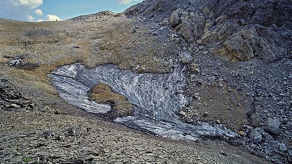 Eisfeld am Schnidejoch Pass