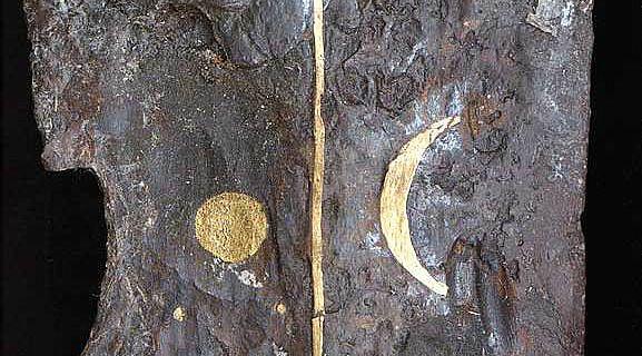 Die Plejaden in Gold auf einem keltischen Schwert