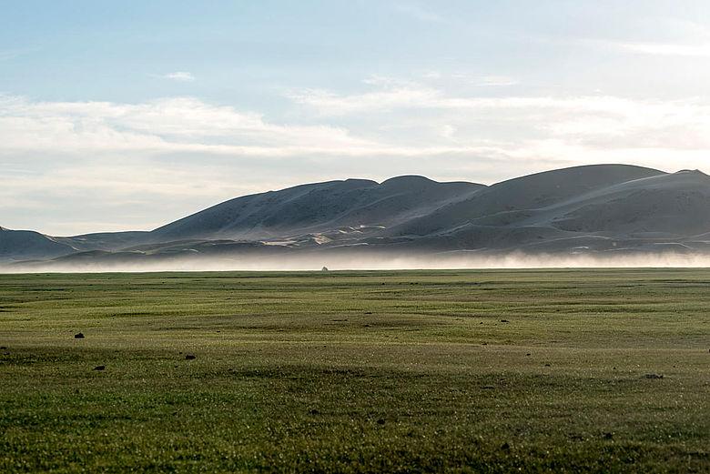 Sanddünen in der mongolischen Steppe