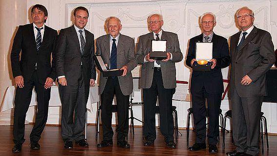 Die Preisträger des Archäologie-Preises 2012 bei der Verleihung im Stuttgarter Neuen Schloss (Quelle: Regierungspräsidium Stuttgart)