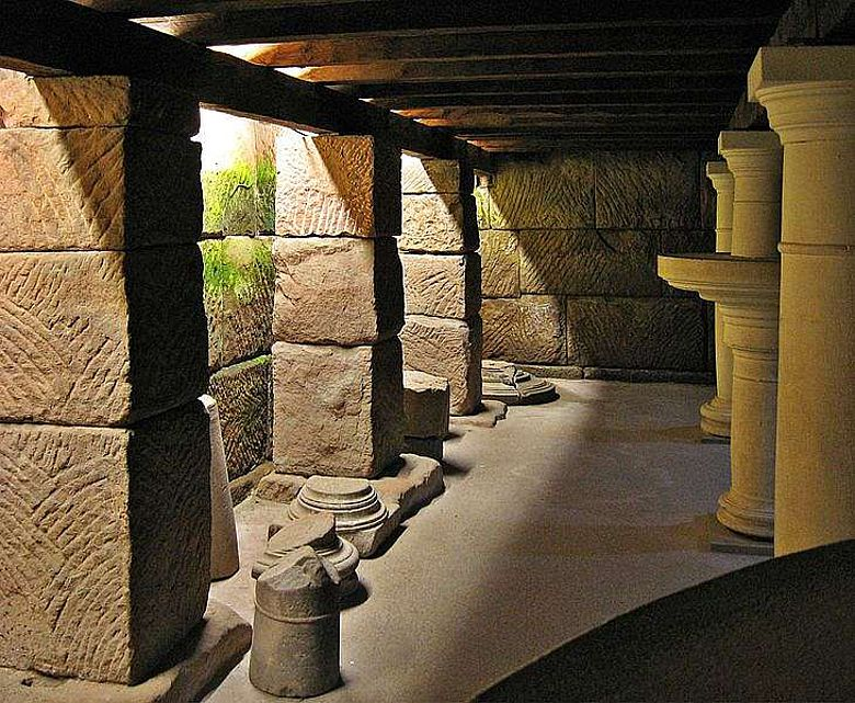 Blick in den Säulenkeller im Römermuseum Schwarzenacker (Foto: Lokilech/ CC BY-SA 3.0)