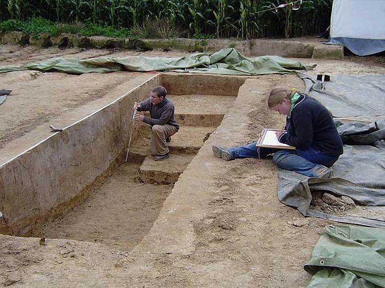 Auf einem Feld bei Nottuln fanden die Wissenschaftler Reste der ältesten nachgewiesenen Siedlung in der nordwestdeutschen Tiefebene (Foto: WWU)