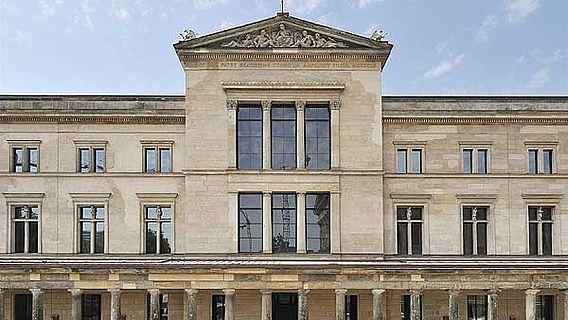 Eingang Neues Museum, Museumsinsel Berlin (© Staatliche Museen zu Berlin, Foto: Achim Kleuker)