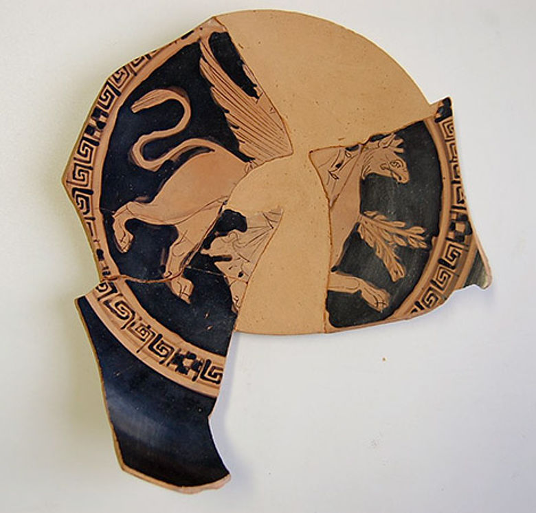 Keramik mit Greifendarstellung