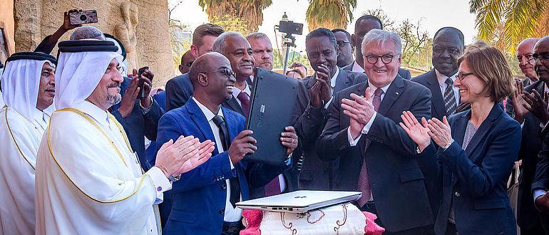 Übergabe Forschungsarchiv Sudan