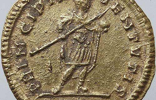 Am Tag der Antiken Numismatik präsentieren Forscher ihre Funde wie diese Münze, die um 330 nach Christus geprägt wurde. (Foto: LWL)