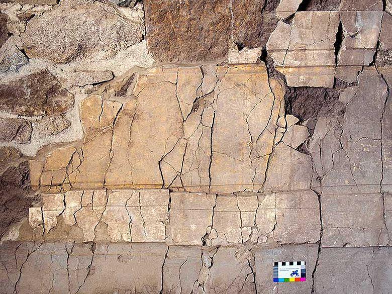 Detail der farbigen Fassung der Wanddekoration. Foto: DAI