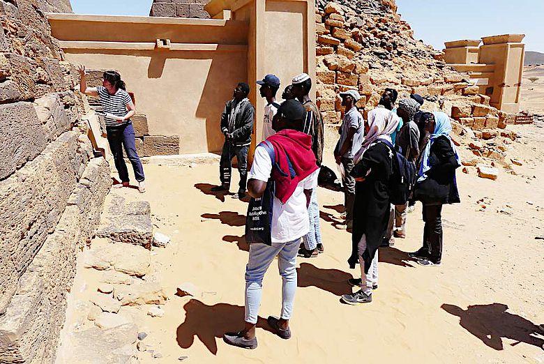 Restaurierungslehrgang an den Pyramiden von Meroe