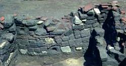 Blick auf das Mauerwerk des Kellers während der Ausgrabungen (Quelle: Clemens-Sels-Museum Neuss)