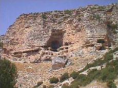 Ansicht des direkt in den Fels gehauenen Klosters (Foto: Prof. P. Lampe)