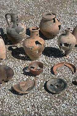 Keramikfunde aus dem hochhellenistischen Haus. (Foto: DAI)