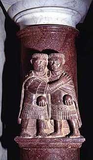 Statuengruppe der zwei Augusti von kleinerer Größe am oberen Ende einer Porphyrsäule, jetzt in der Biblioteca Apostolica Vaticana (Vatikanstadt). (Foto: Franco Marini)