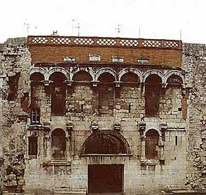 Die Porta Aurea, das Nordtor des Diokletian-Palastes in Split. (Foto: Wolfgang Kuhoff)
