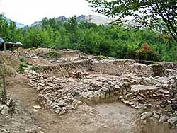 Blick auf ein ausgegrabenes Gebäude in Alburnus Maior. (Photo: Géza Alfödy)