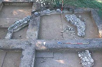 Die von Jörg Rambach neu bewertete Apsis des frühesten Zeustempels in Olympia (der sog. Bau 7 von Norden aus fotografiert). (Foto: DAI)