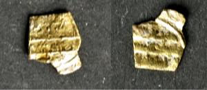 Vorderseite und Rückseite des Fragmentes eines fatimidischen Dinars. (Foto: F. Bernel)
