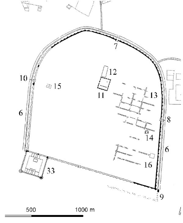 Plan der Zitadelle mit der charakteristischen hufeisenförmigen abbasidischen Stadtmauer. 33 - ayyubidische Zitadelle, 6 - die Stadtmauer aus dem 8. Jhd., 9 - das Bagdad-Tor (Karte: Mit freundlicher Genehmigung des Deutschen Archäologischen Instituts)