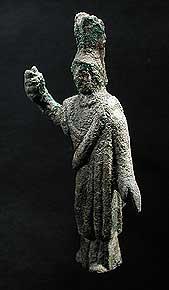 Bronzestatuette der Göttin Minerva (ca. 6,3 cm hoch). Minerva zählte bei uns zu den beliebtesten Gottheiten überhaupt und gilt unter anderem als Schutzpatronin der Handwerker. (Foto: Kantonsarchäologie Zürich)