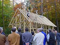 Beim Richtfest des neu errichteten »Keltengehöfts« am Dünsberg. (Foto:AGL e.V.)